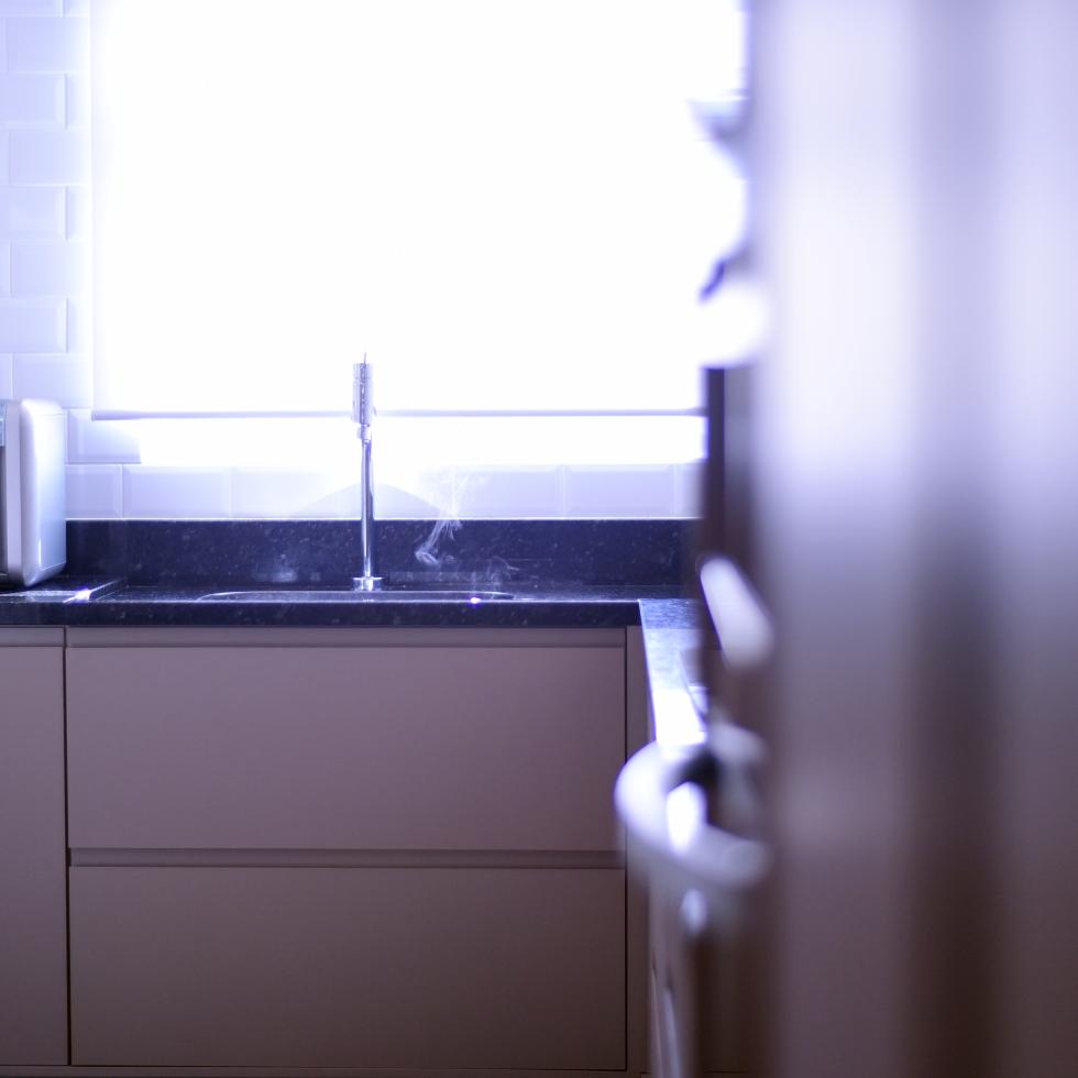 Design de interiores- projeto reforma de apartamento moderno em Curitiba - Cozinha minimalista - por Estúdio Murilo Zadulski interiores 01